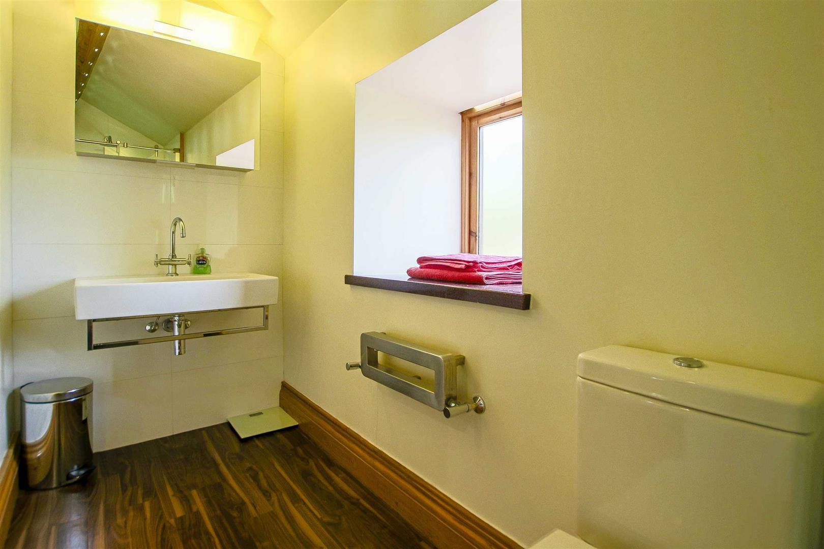 5 Bedroom Cottage For Sale - Image 43